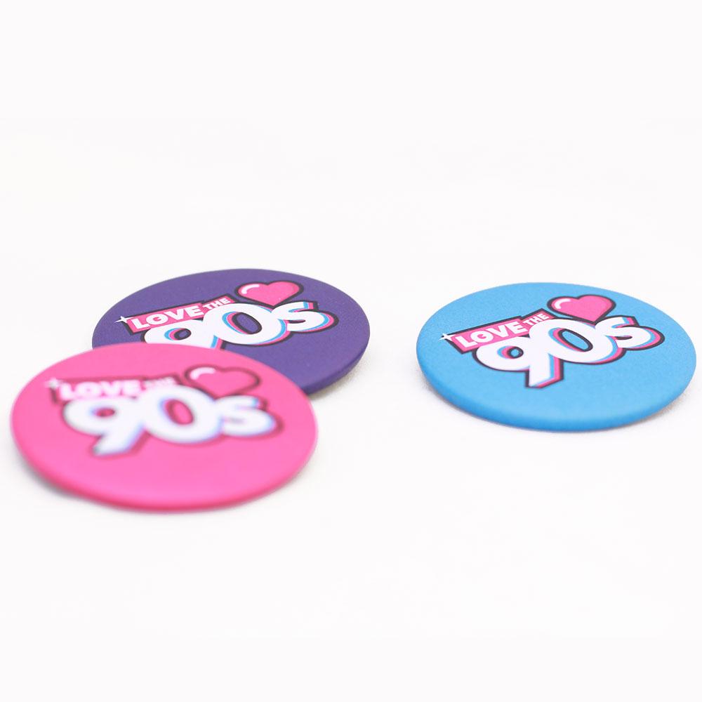 composicion-chapas-logo-love-the-90s