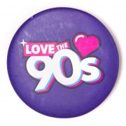 Chapa Love the 90s logo morada